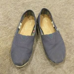 Tom's classic canvas shoes